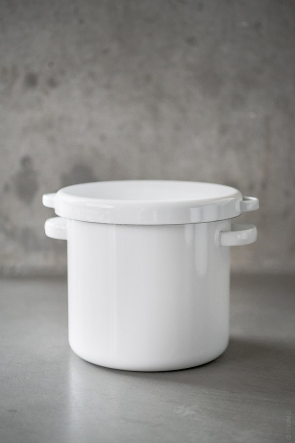 Noda Horo_White Enamel Round Stocker_top