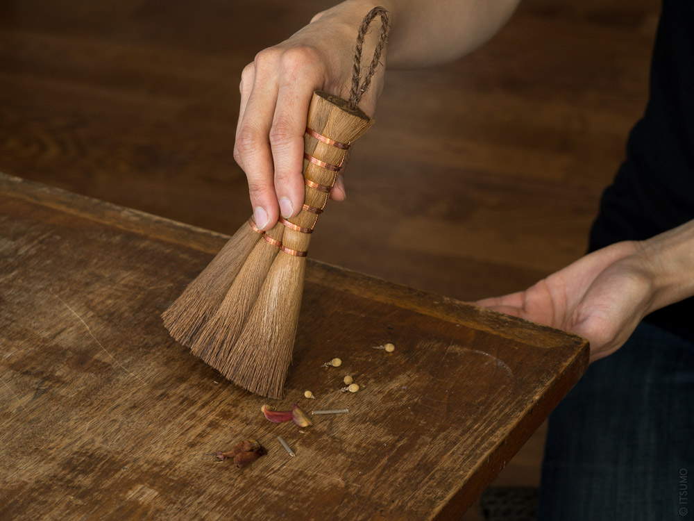 Shuro Hand Broom - Soft_mood styling