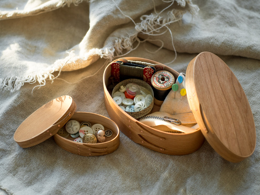 Masashi Ifuji_Oval Box_Cherry_mood styling with sewing kit