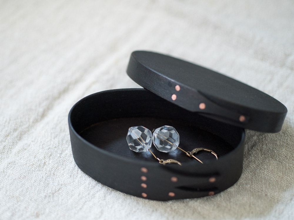 Masashi Ifuji_Oval Box_Vege-Dyed Black_with jewelry