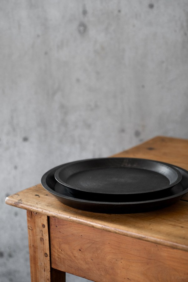 Masashi Ifuji Round Tray - Veg-dyed Black_top