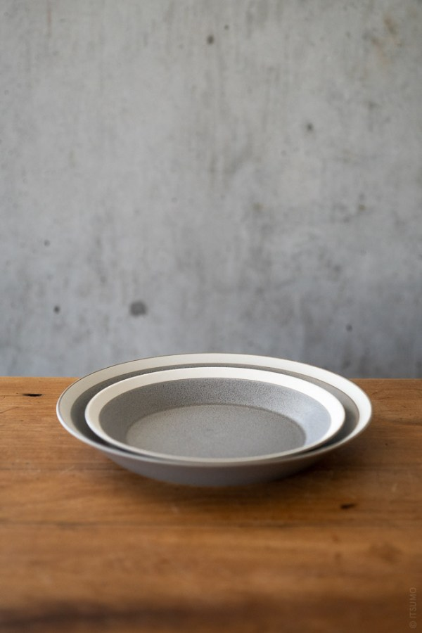 Yumiko Iihoshi Porcelain_Dishes_Plate_Moss Grey_top