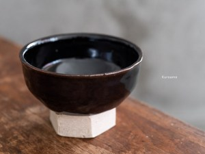 Azmaya_Iga Small Bowl with Hexagonal Base_kuroame_dl
