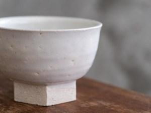 Azmaya_Iga Small Bowl with Hexagonal Base_shino_dl