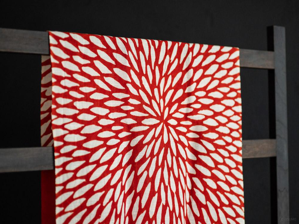 Kamawanu_Tenugui_Cotton Linen Mix_Chrysanthemum_red