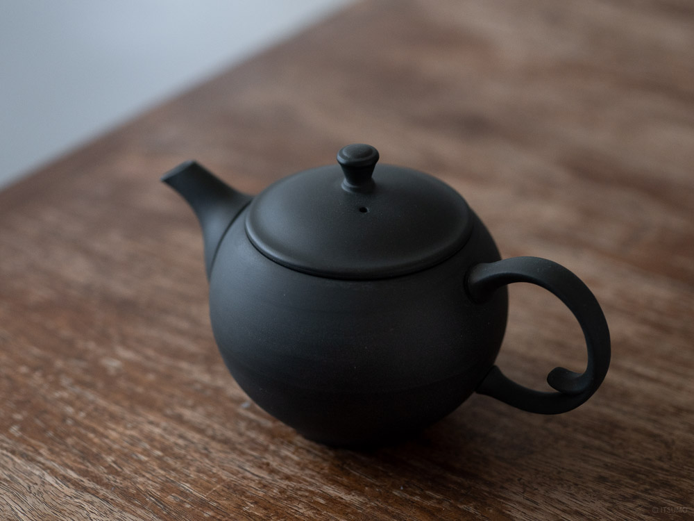 Azmaya_Round Teapot with Back Handle