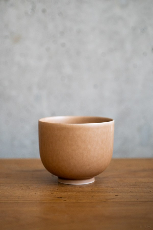 Yumiko Iihoshi Porcelain_ReIrabo_Matcha Bowl_Warm Soil Brown_top