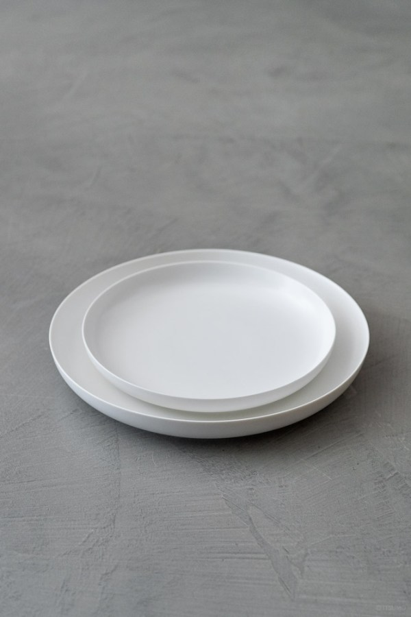 Yumiko Iihoshi Porcelain_ReIRABO_Dinner Plate_quiet white_top