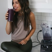 Wellness Wednesday || A Refreshing + Hydrating Berry Smoothie