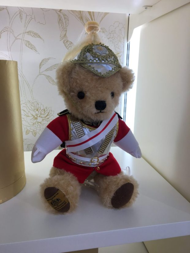 Buckingham Palace bear