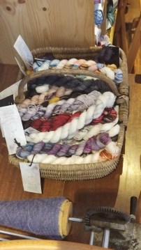 There are a few pictures of yarn!!! Just sayin'