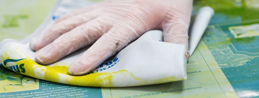 Solvent wipes cleaning ink on a printing film