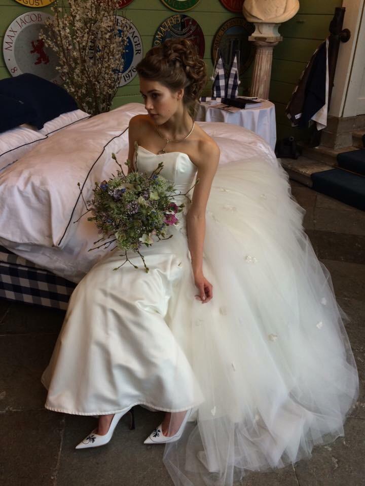 brudemesse kjole hår makeup
