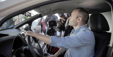 Nissan-ficha-a-Andrés-Iniesta-para-promover-equipo-de-vehículos-100%-eléctricos