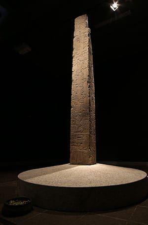 Se-reinaugura-el-Museo-Nacional-de-Chavín-obelisco-Tello