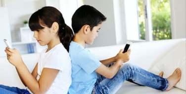 Niños-pasan-hasta-5-horas-al-día-en-dispositivos-móviles