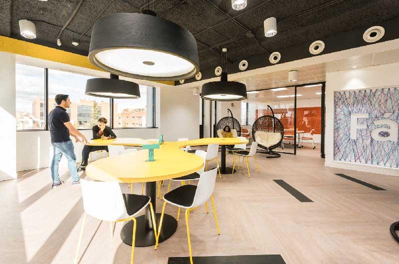 Oficinas abiertas y flexibles tendencia millennial