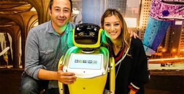 Pablosky-presenta-a-Sammy-el-robot-asistente-de-ventas
