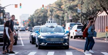 Ford-facilita-la-comunicación-entre-personas-y-vehículos-autónomos