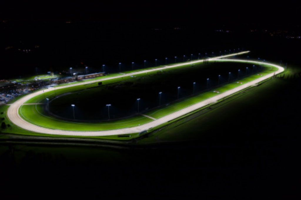 Hipódromo-de-Southwell-inauguró-nuevo-sistema-de-Iluminación-LED
