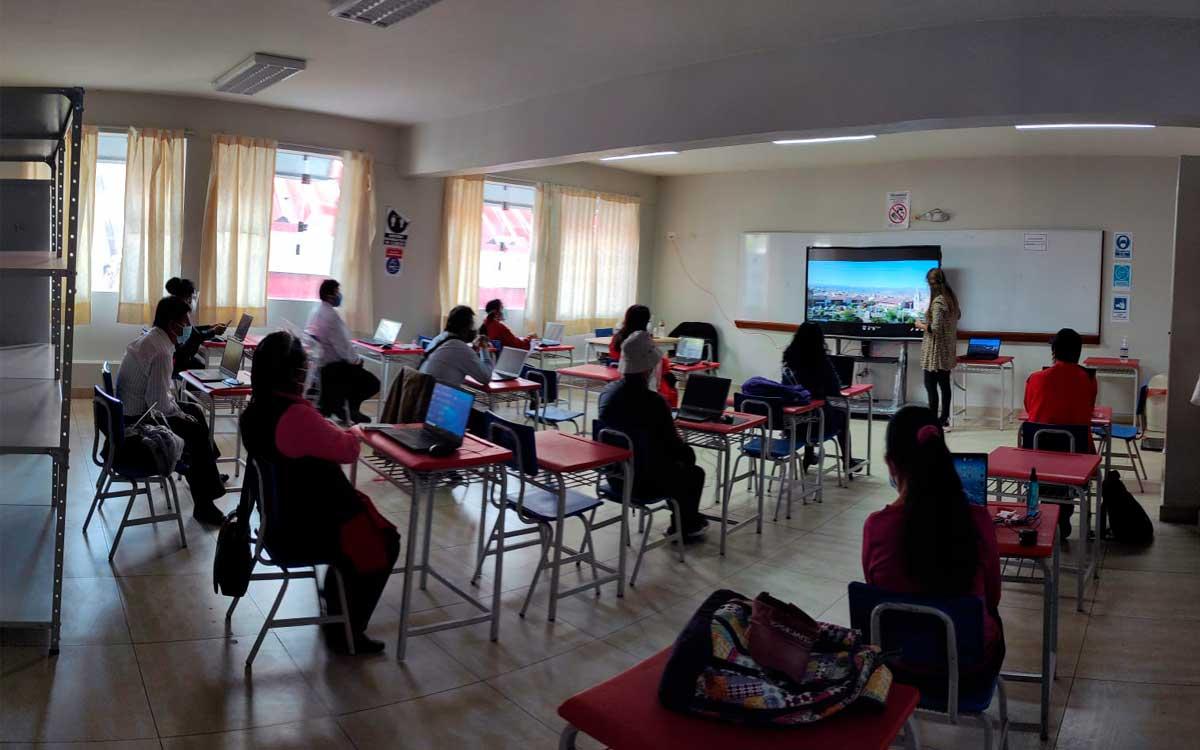 colegio-i-e-mariscal-caceres-de-ayacucho-transforma-sus-clases-con-plataformas-de-colaboracion-viewsonic