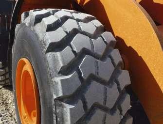 Výrobce gigantických pneumatik kupují Švédové