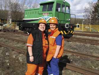 Ženy na kolejích: Karla a Veronika Rádlovy