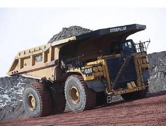 Caterpillar vyrobil tisící kus důlní sklápěčky