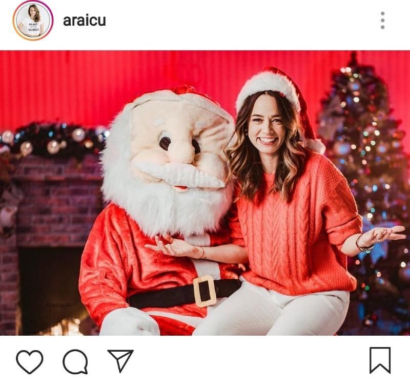 Andreea Raicu s-a pozat cu Moș Crăciun