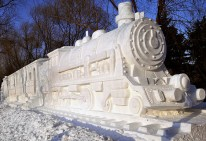 snow_sculpture_train