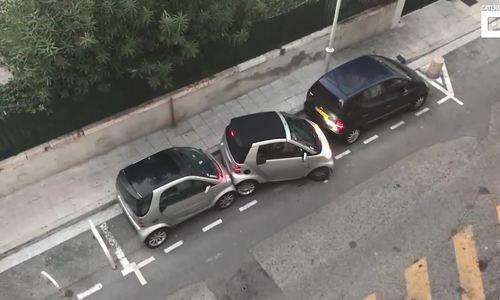 Tài xế mặc kệ đâm va, cố nhét ôtô vào chỗ hẹp