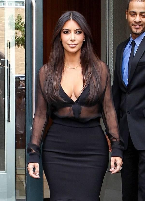 Lekuk tubuh seksi Kim Kardashian