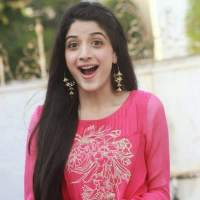 Mawra Hocane in pink dress