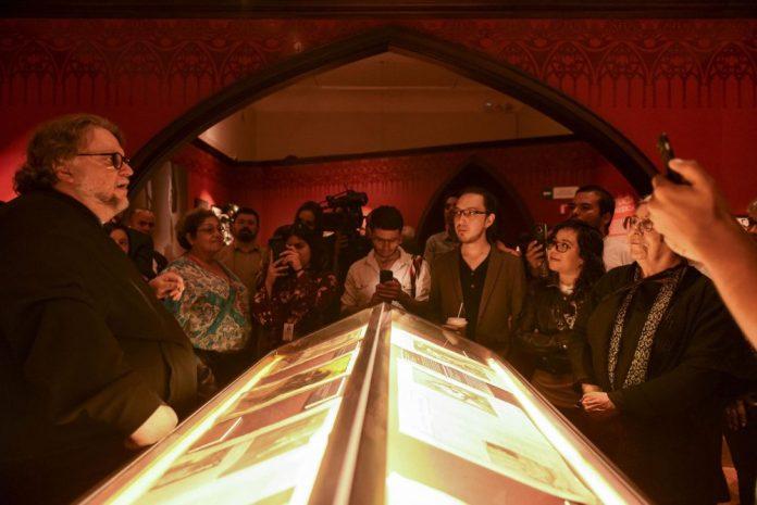 Guillemo del Toro realiza recorridos guiados