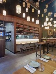 Cocina y farolillos en diseño de restaurante Koh Lanta en A Coruña (Galicia)