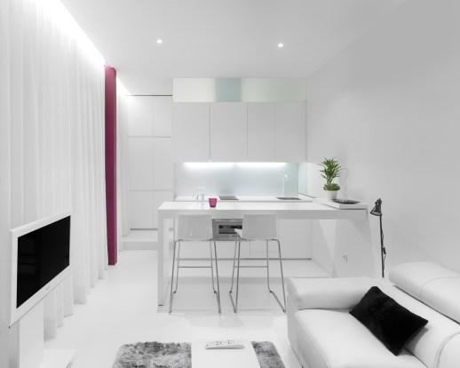 Encimera cocina desplegada. Diseño interior de mini-apartamento en Madrid