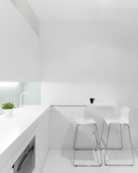 Detalle guía encimera móvil. Diseño interior de mini-apartamento en Madrid