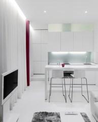 Encimera móvil desplegada. Diseño interior de mini-apartamento en Madrid