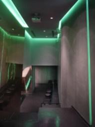 Vistas desde el anfiteatro. Proyector y paramento de proyección en La Fragua de Vulcano Lounge & Bar