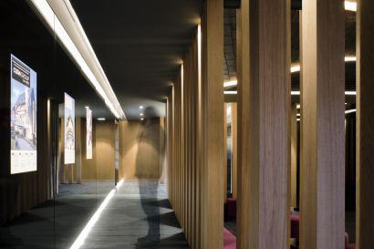 Desarrollo del claustro alrededor del patio del Showroom experiencial de Cupa Pizarras en Galicia