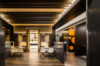 Zona de atención personalizada en Diseño de showroom de cocinas para Grupo Ramón García