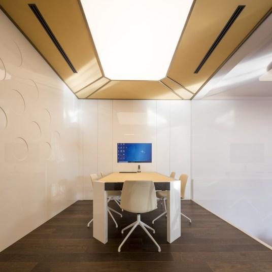 Sala de reuniones en Diseño de showroom de cocinas para Grupo Ramón García