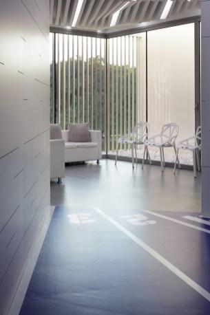 Sala de espera - Interiorismo estratégico clínica Naturvitia (Elche)