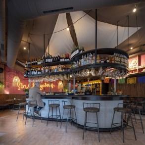 Barra central de La Cantina de Nana Pancha, restaurante mexicano en A Coruña-Galicia