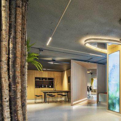 Vista entre diferentes espacios en Diseño de oficinas Sutega LAB