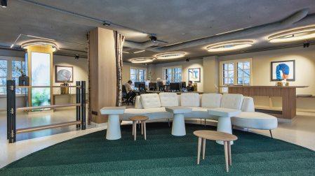 Zona de audiovisuales en Diseño de oficinas Sutega LAB