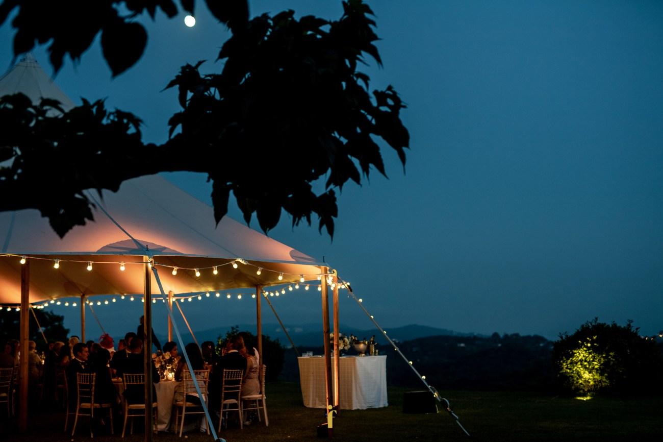 la tente du château dans la nuit bleue