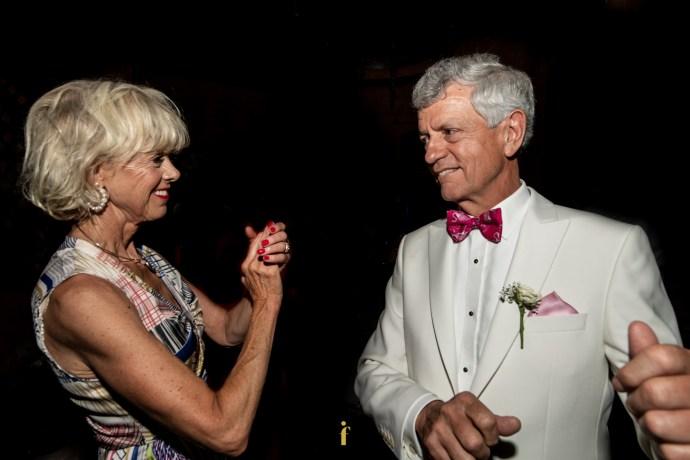 les parents du marié dansent