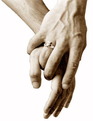 Mano nella mano, una promessa reale, un riconoscimento virtuale