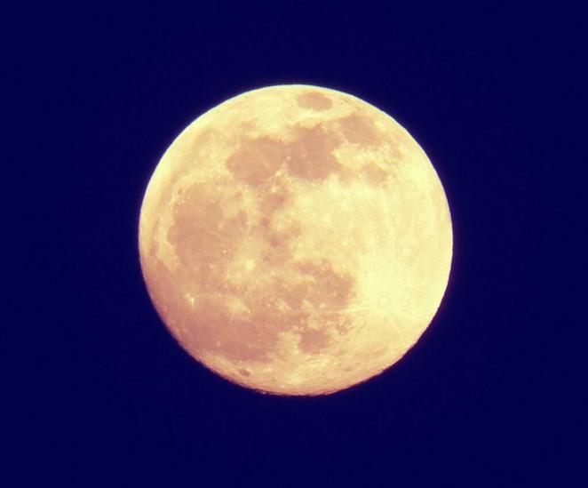 La Luna y el crepúsculo